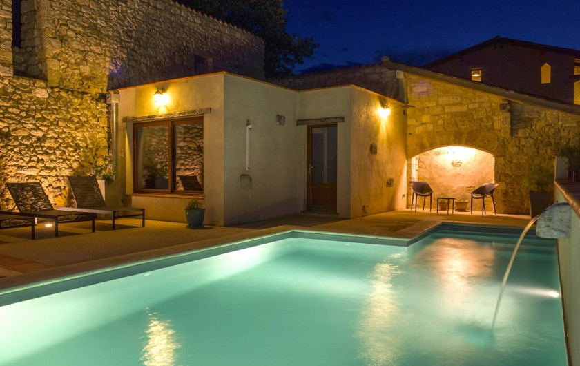 Location de vacances - Villa à Maubec - Piscine chauffée de nuit