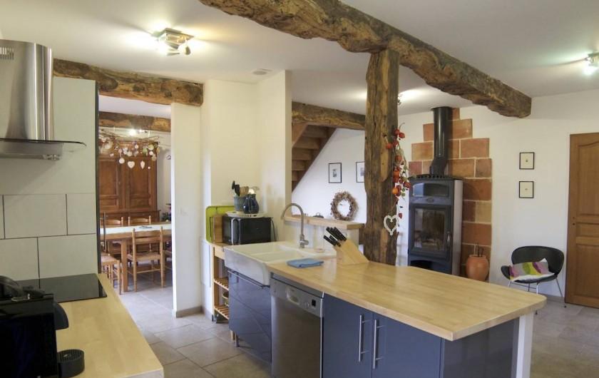 Location de vacances - Villa à Maubec - Grande cuisine américaine toute équipée
