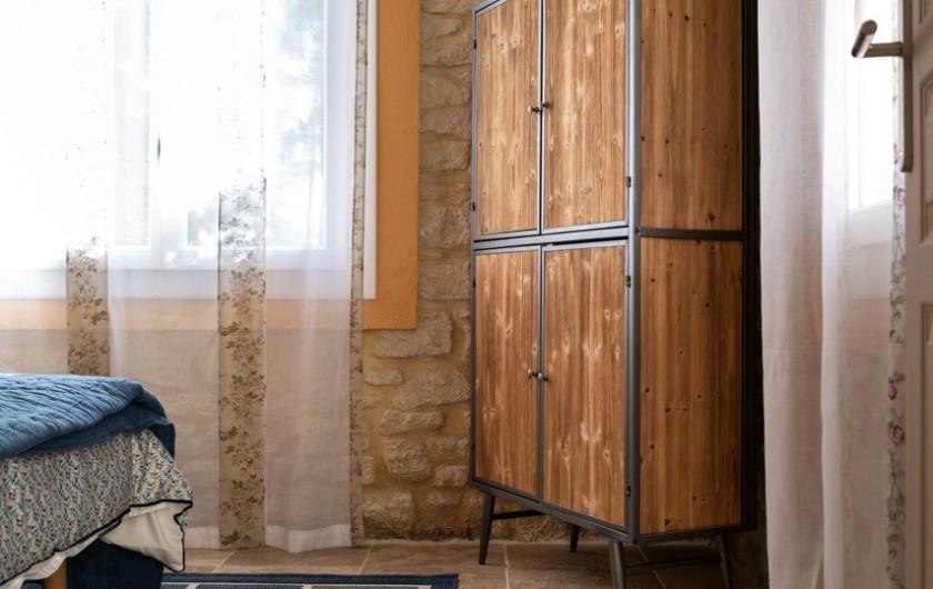 Location de vacances - Gîte à Pernes-les-Fontaines - Meuble dans une chambre