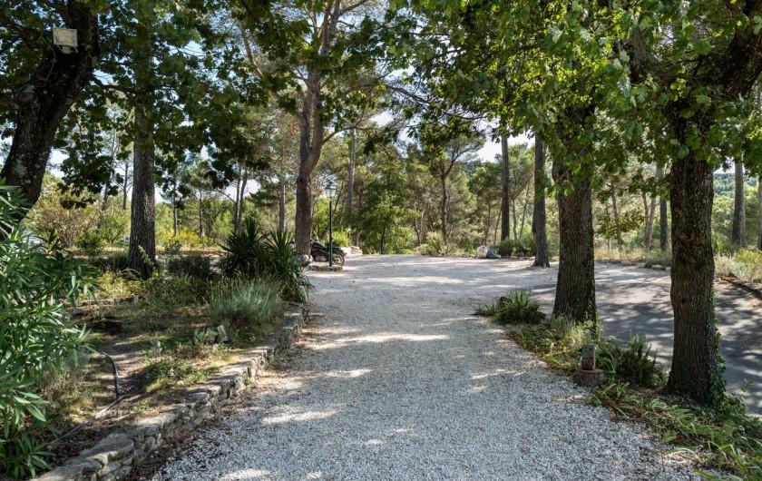 Location de vacances - Gîte à Pernes-les-Fontaines - Accès aux emplacements de parking
