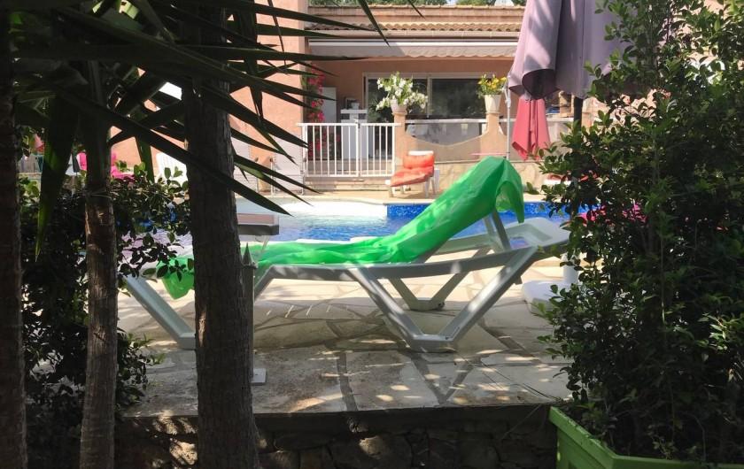 Location de vacances - Villa à Prunelli-di-Fiumorbo - vue du jardin