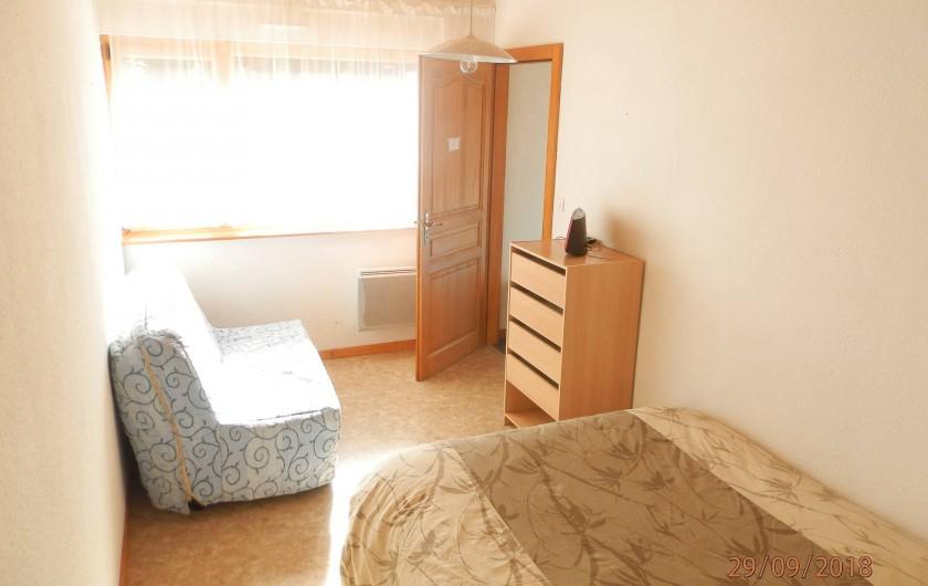 Location de vacances - Appartement à Orbey - chambre avec le lit 140/190 et le clic clac