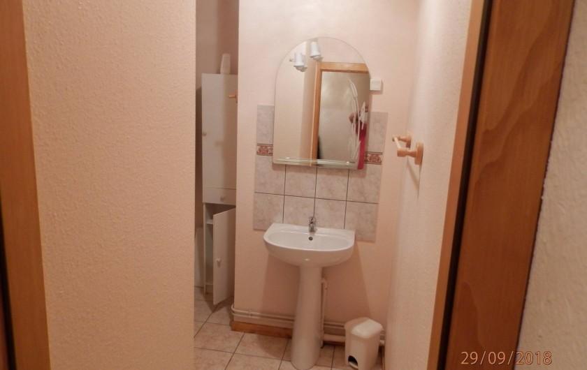 Location de vacances - Appartement à Orbey - salle de bain avec douche