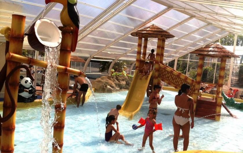 Location de vacances - Bungalow - Mobilhome à Landevieille - La pataugeoire ludique couverte et chauffée de 120m²
