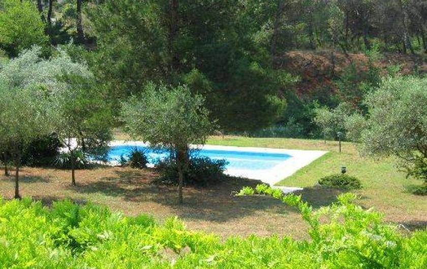 Location de vacances - Mas à Beaurecueil - Vue de la maison sur jardin
