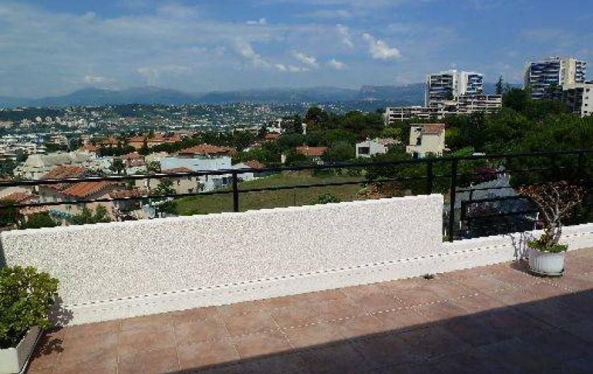 Location de vacances - Appartement à Nice - vue sur collines et montagnes échappée mer