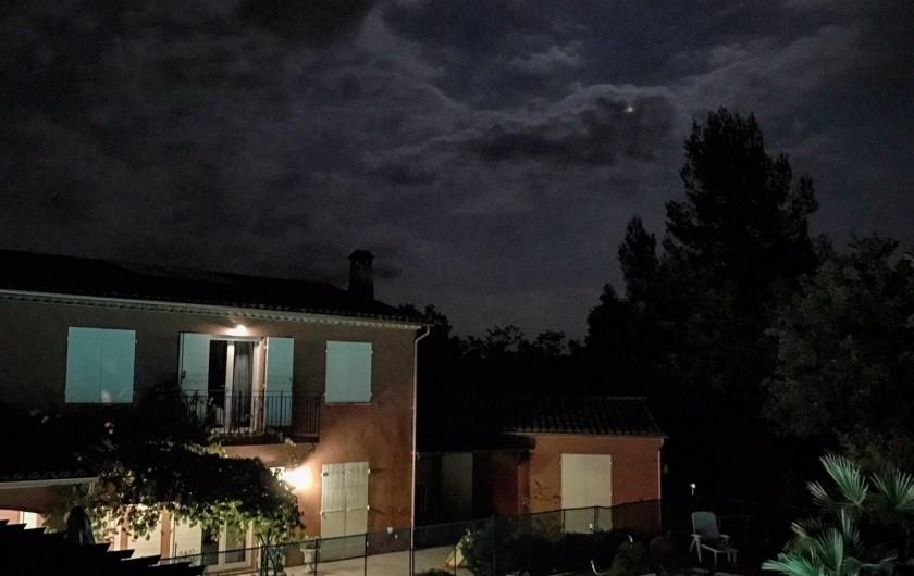 Location de vacances - Villa à Fayence - vue de nuit
