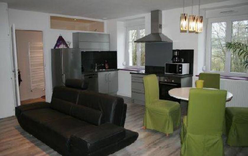 Location de vacances - Gîte à Arc-sous-Cicon - salon cuisine séjour.