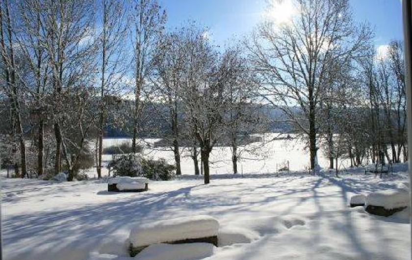Location de vacances - Gîte à Arc-sous-Cicon - vue depuis l'appartement l'hiver