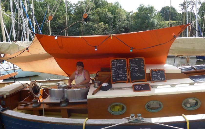 Location de vacances - Chambre d'hôtes à Camoël - Vieux port crêpes et galettes à bord