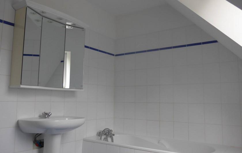 Location de vacances - Chambre d'hôtes à Camoël - Salle de bain à l'étage
