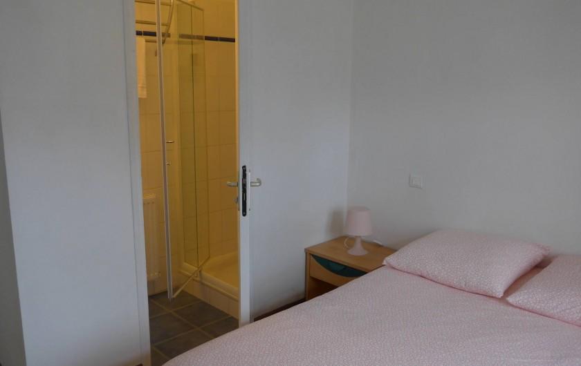 Location de vacances - Chambre d'hôtes à Camoël - Chambre 1 douche et lavabo
