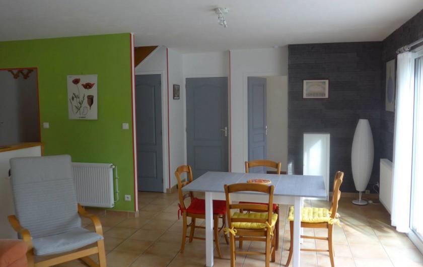 Location de vacances - Chambre d'hôtes à Camoël - Coté repas vue du salon