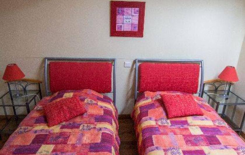 Location de vacances - Gîte à Montfaucon-Montigné - chambre 2 lits étage