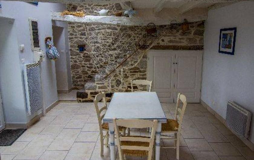 Location de vacances - Gîte à Montfaucon-Montigné - cuisine côté jardin