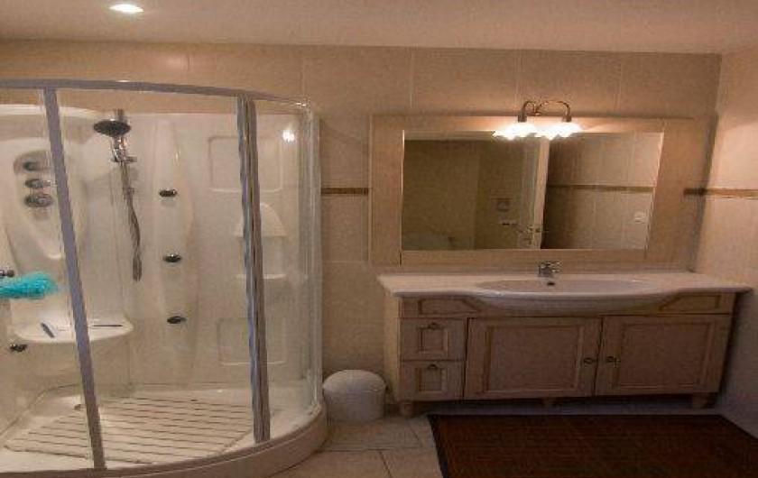 Location de vacances - Gîte à Montfaucon-Montigné - salle de bain avec WC indépendant RDC