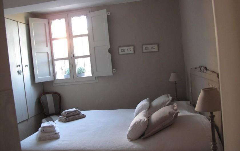 """Location de vacances - Chambre d'hôtes à Loriol-du-Comtat - """"Les Dentelles"""" chambre 2 adultes"""