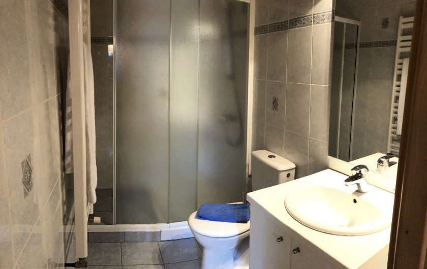 Location de vacances - Chalet à Les Gets - salle de bain