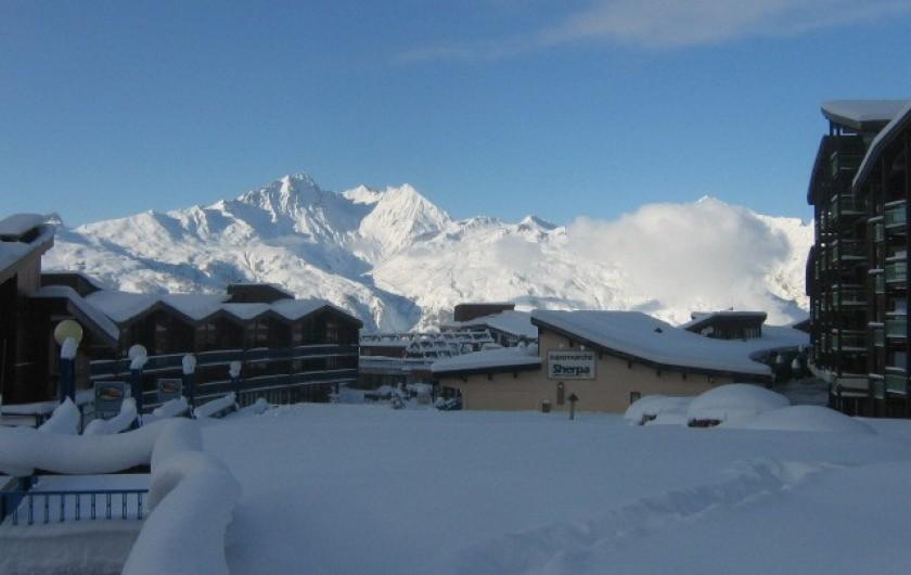Location de vacances - Appartement à Arc 1800 - Vue sur Les Arandelières et au fond le Mont Blanc