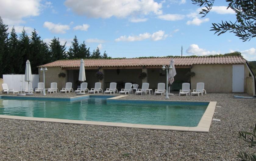 Location de vacances - Gîte à Saint-Paulet-de-Caisson - la piscine commune aux 3 gites dim : 14metres x 7m