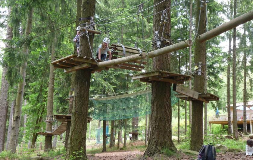 Location de vacances - Camping à Bellenaves - Parc accrobranche à 8 km.