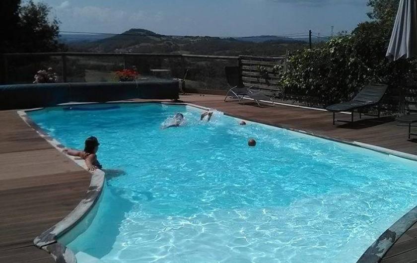 Location de vacances - Gîte à Puy-d'Arnac - La piscine chauffée, un régal!
