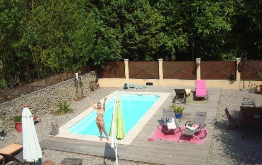 Location de vacances - Villa à Carcassonne - piscine vue de la terrasse