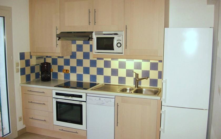 Location de vacances - Villa à Vic-la-Gardiole - coin cuisine villa n°4 lave vaisselle 9 couverts