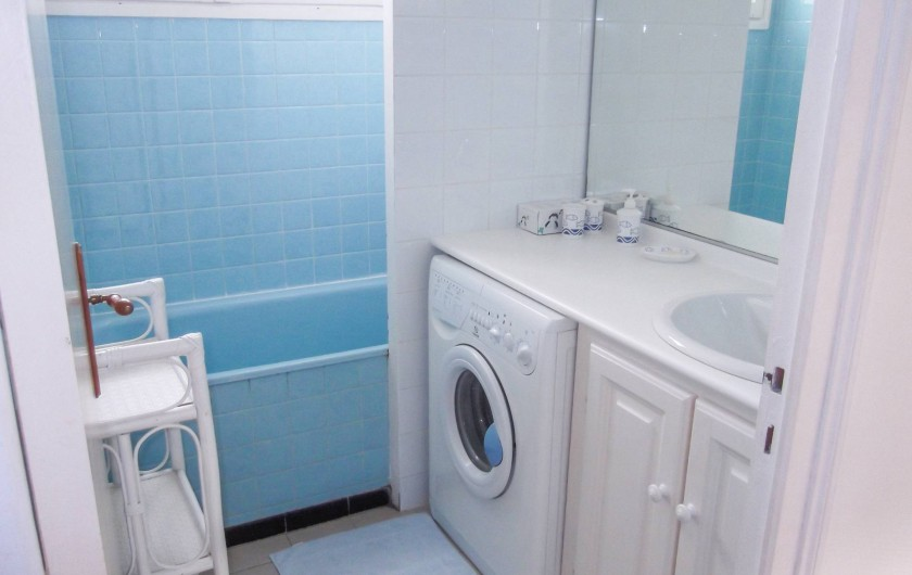 Location de vacances - Maison - Villa à Montcuq - Salle d'eau avec machine à laver