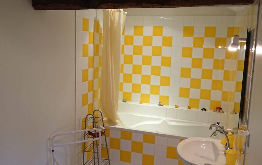 Location de vacances - Gîte à Champs-Romain - Salle de bain à l'étage