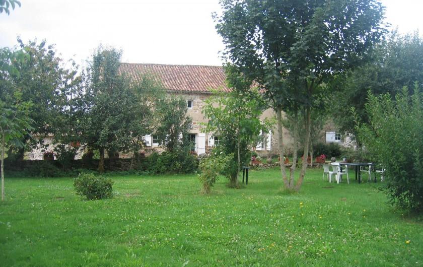 Location de vacances - Gîte à Champs-Romain - Jardin