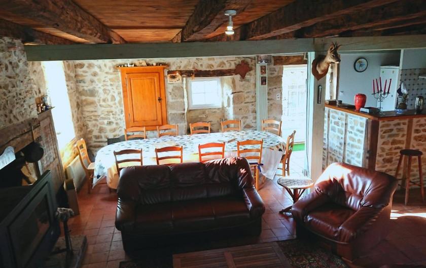 Location de vacances - Gîte à Champs-Romain - Salon et salle à manger