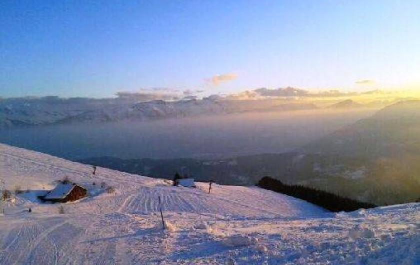 Location de vacances - Chalet à Taninges - Chalet sur les pistes de ski
