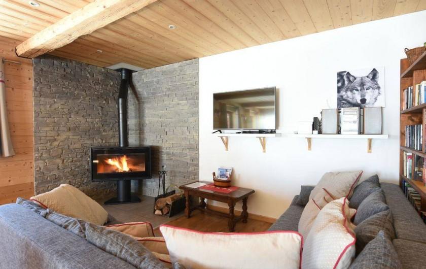 Location de vacances - Chalet à Taninges - Salon avec poêle à bois