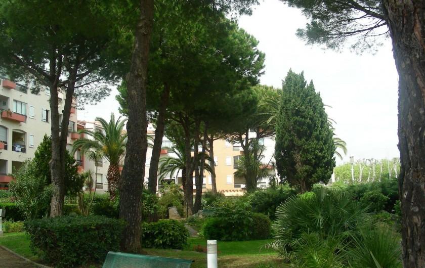 Location de vacances - Appartement à Agde - Jardin