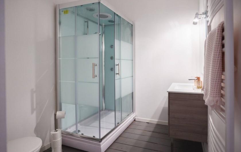 Location de vacances - Chambre d'hôtes à Sauternes - Chambre Rose Salle d'eau