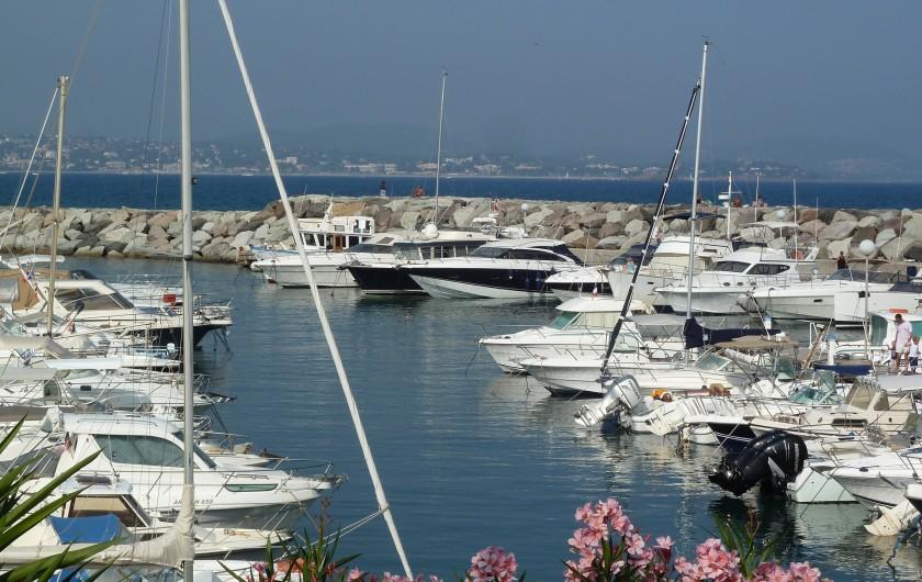 Location de vacances - Appartement à Fréjus - Port Fréjus, vue vers la mer