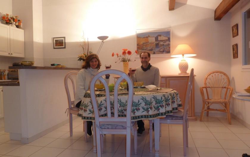 Location de vacances - Appartement à Fréjus - Salon en soirée