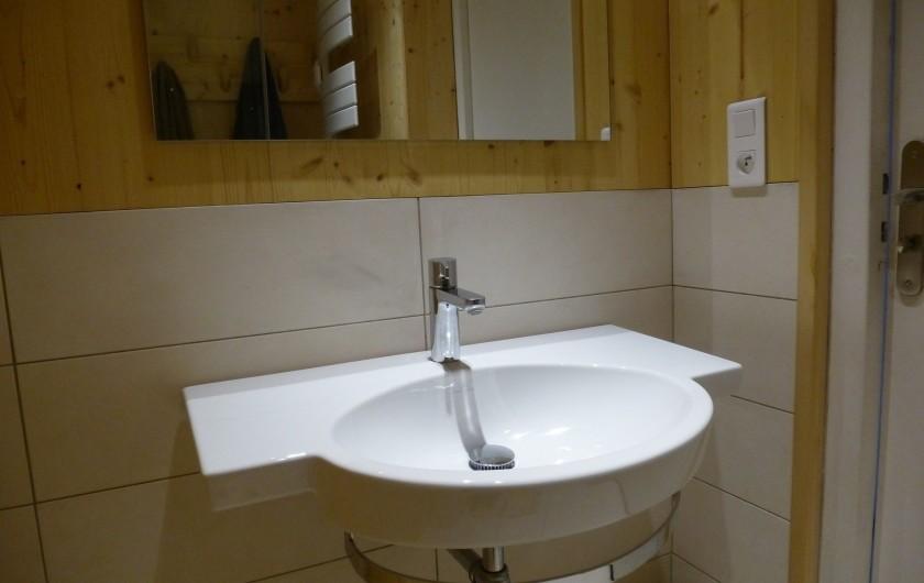 Location de vacances - Appartement à Morzine - Lavabo de la salle de bains