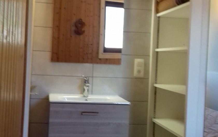 Location de vacances - Appartement à Morzine - Coin toilette dans la chambre des parents