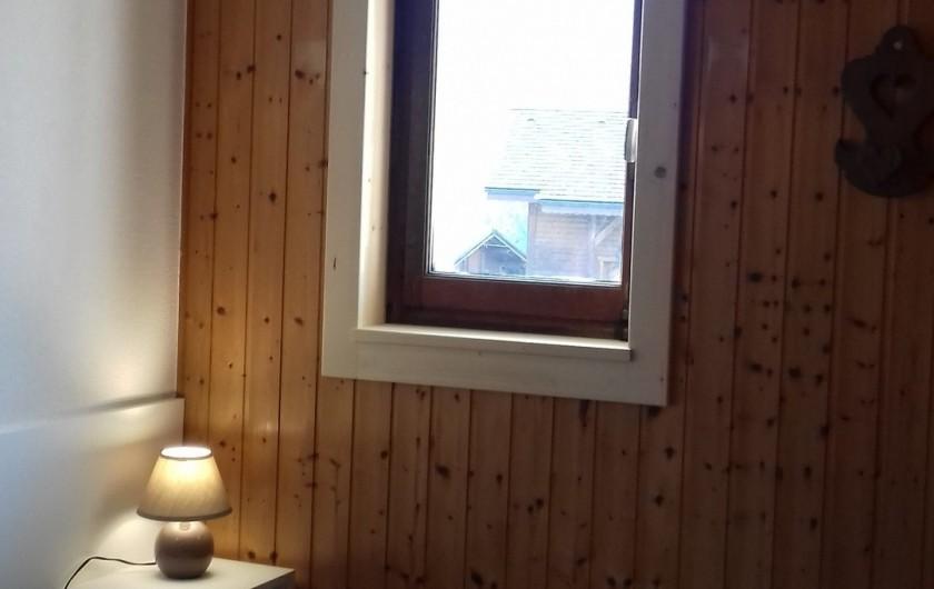 Location de vacances - Appartement à Morzine - Chambre des parents, fenêtre