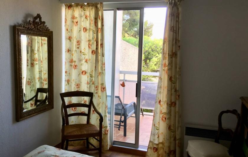 Location de vacances - Appartement à Cassis - chambre avec balcon