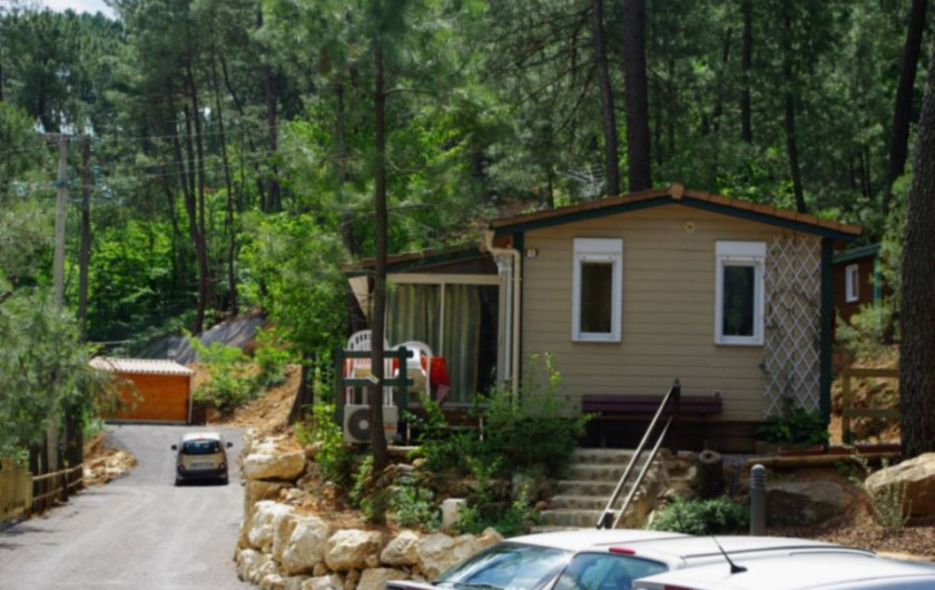 Location de vacances - Chalet à Joyeuse - Chalet Mimosa bleu - 3 chambres