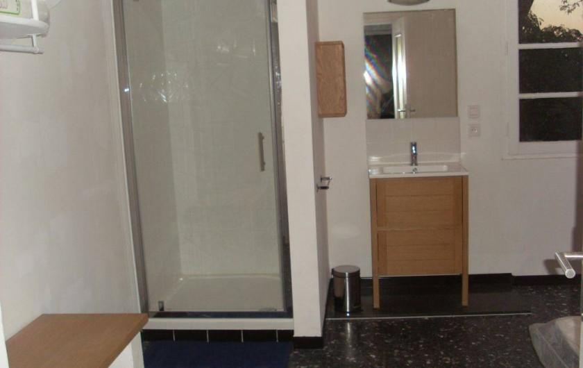 Location de vacances - Mas à Elne - chambre 2: salle d'eau