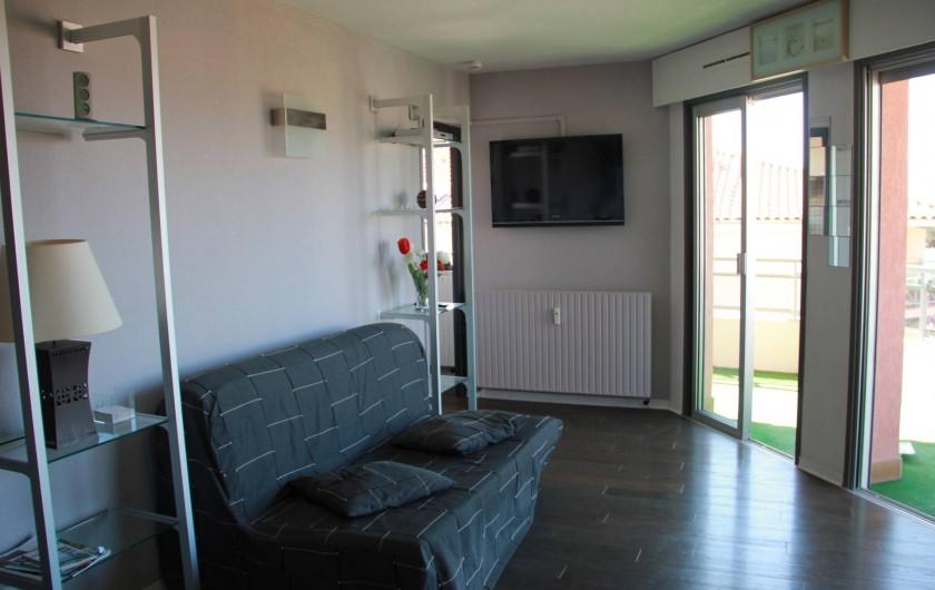 Location de vacances - Appartement à Saint-Raphaël - SALON CLIMATISE