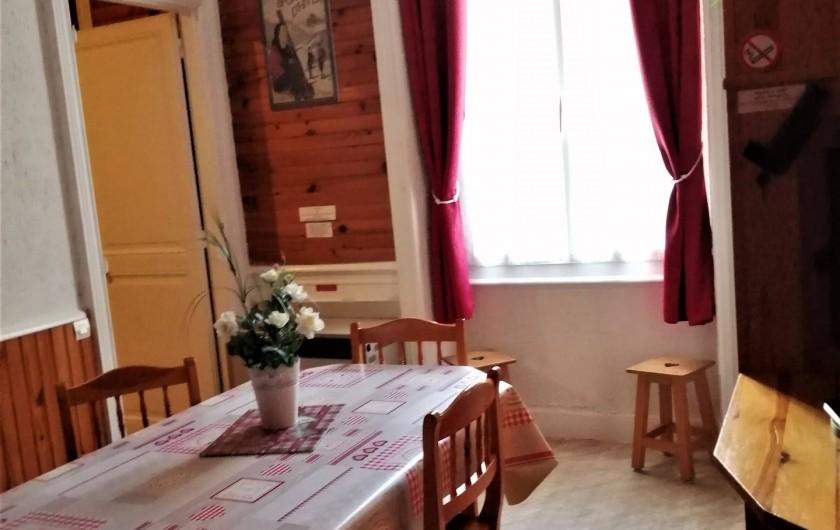 Location de vacances - Appartement à Le Mont-Dore - Pièce à vivre très lumineuse.