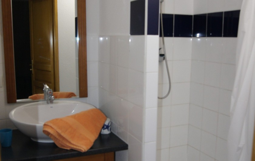 Location de vacances - Appartement à Loudenvielle - Salle d'eau à l'étage