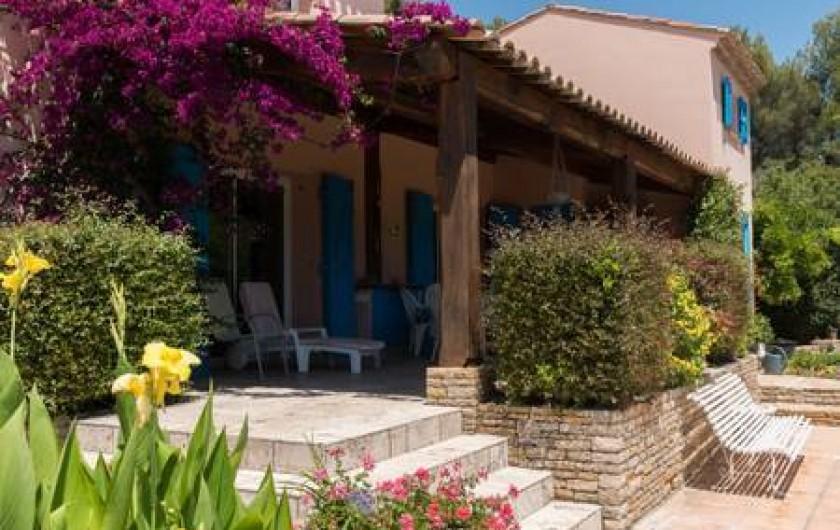 Location de vacances - Villa à La Cadière-d'Azur - terrasse ombragée 10 personnes