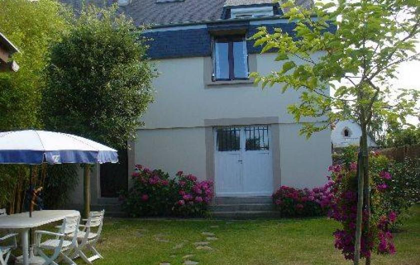 Location de vacances - Studio à Saint-Malo - Coté studio et jardin.