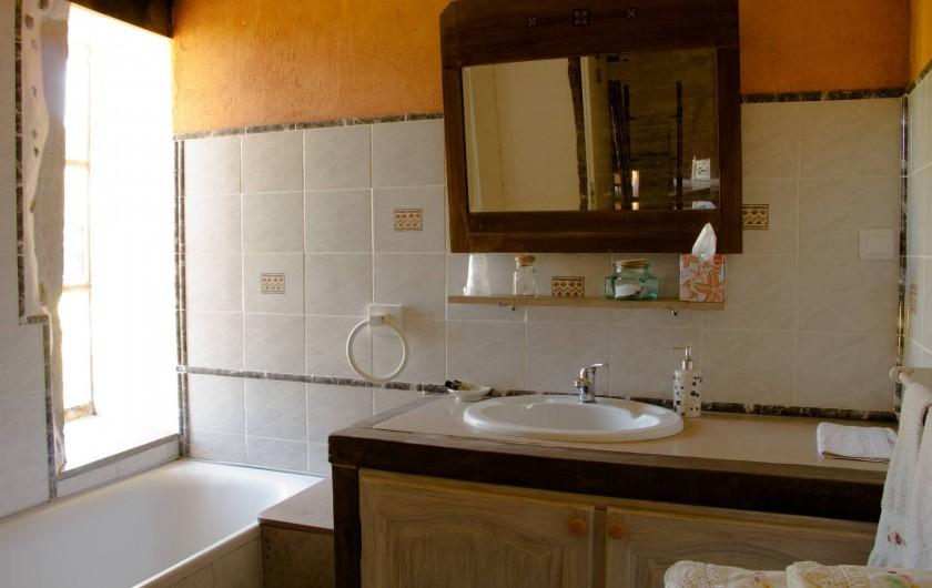 Location de vacances - Chambre d'hôtes à Gigny - Chambre Hirondelles :   salle de bain